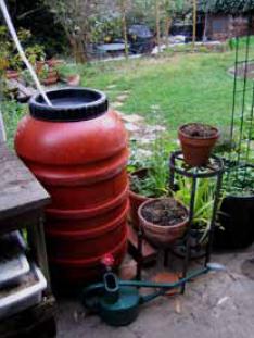 fabriquer baril r cup rateur d 39 eau de pluie. Black Bedroom Furniture Sets. Home Design Ideas