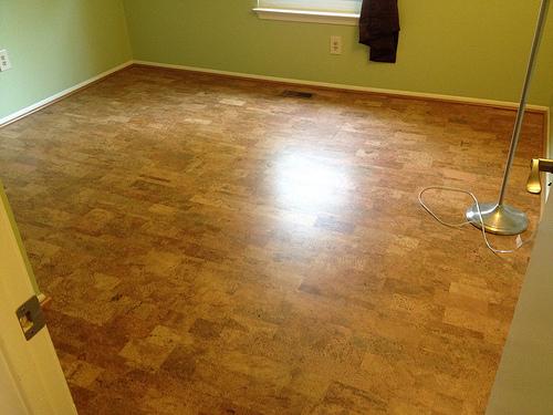 planchers peut on installer des planchers de li ge dans. Black Bedroom Furniture Sets. Home Design Ideas