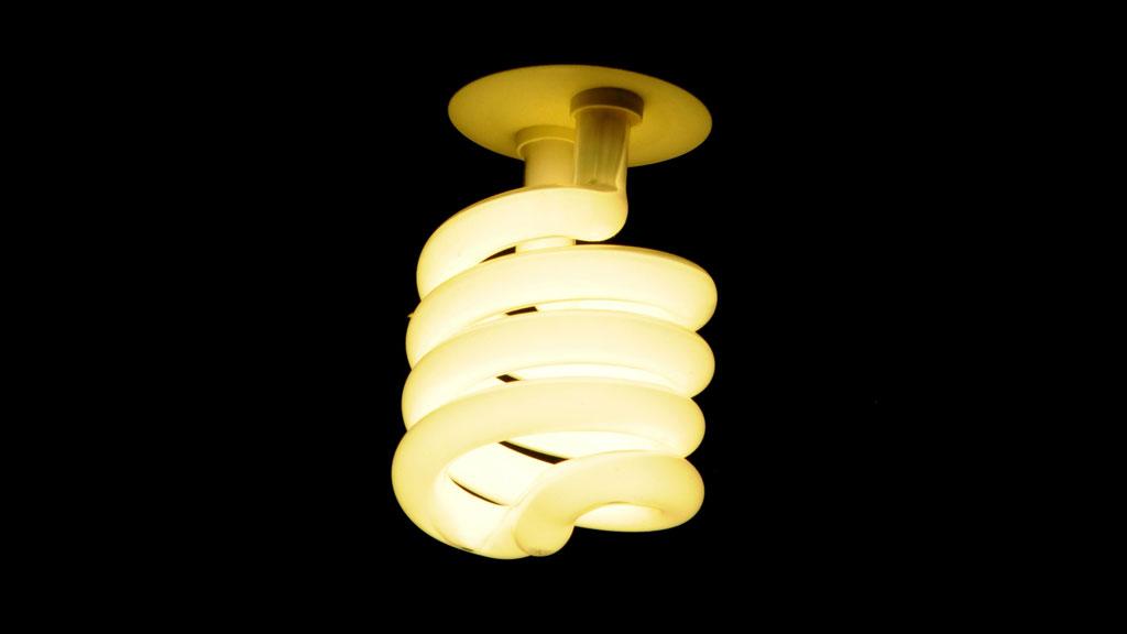 L ampoule fluocompacte ou lfc fiche technique cohabitation - La lampe a incandescence ...