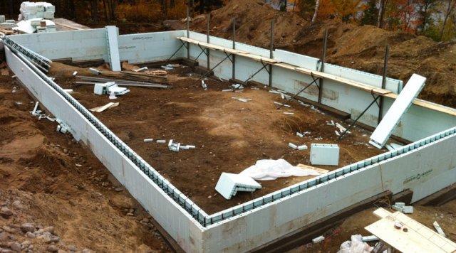 Naissance d 39 une maison solaire passive hyper performante au saguenay nouvelle cohabitation - Mur de fondation maison ...