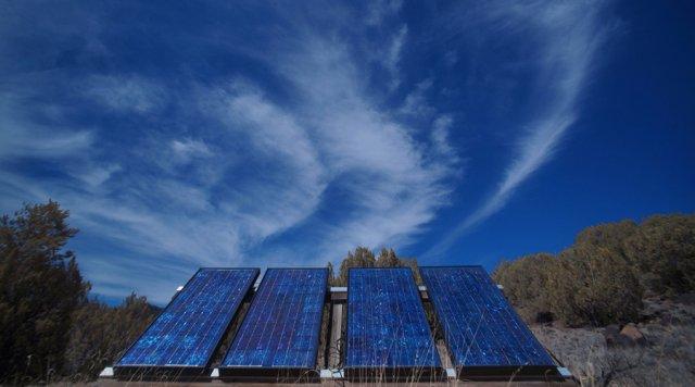 chauffer l eau et la maison avec des panneaux solaires. Black Bedroom Furniture Sets. Home Design Ideas