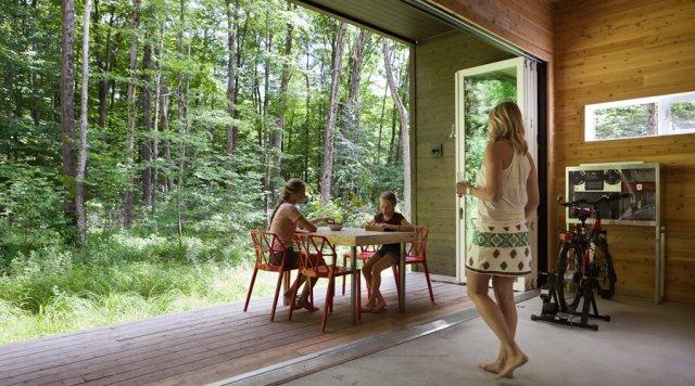 fun box une maison 100 cologique dans la nature cohabitation. Black Bedroom Furniture Sets. Home Design Ideas