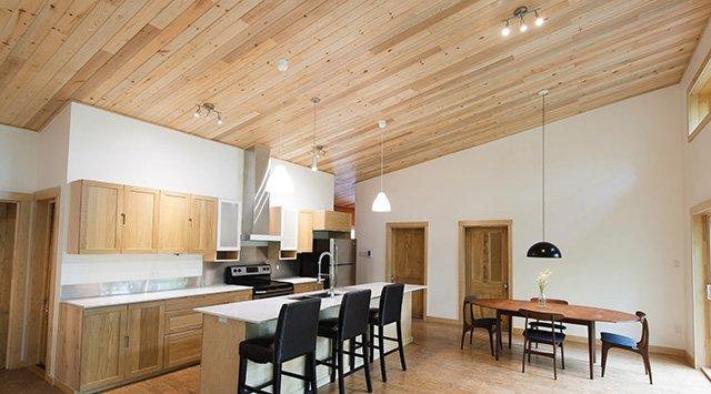 Finition de bois ou de gypse pour les plafonds?