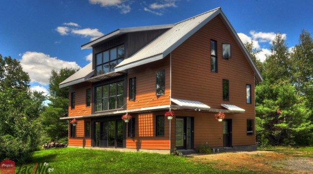 Magnifique maison contemporaine aire ouverte en voie de certification leed propri t s for Maison moderne canada