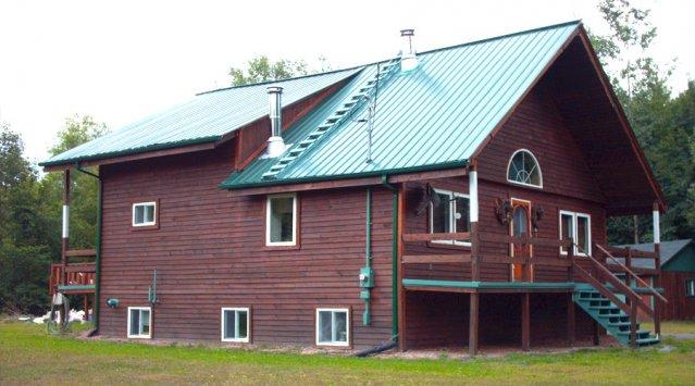 Maison durable et vaste terrain boisé dans les Laurentides