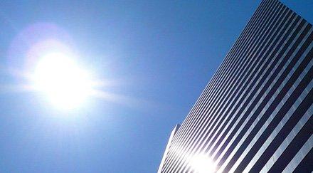Un aérosol solaire transparent transforme les fenêtres en murs