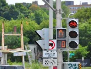 Un feu de circulation pour vélos à Sherbrooke.