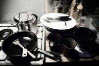 Lavage de la vaisselle : à la main ou au lave-vaisselle ?
