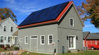 Panneaux solaires sur une maison de campagne.