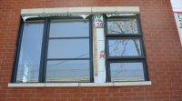 Pose d'une fenêtre à Montréal. Photo Céline Lecomte pour Écohabitation.