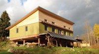 Maison isolée en paille, nette zéro et solaire passive