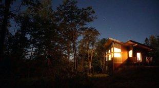 Maison autonome: construire dans une région éloignée, hors-réseau