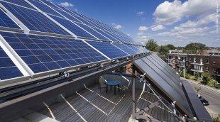 Panneaux photovoltaïques sur l'immeuble Abondance le Soleil à Montréal