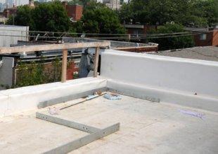 Toit en PVC (type Firestone).