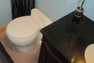 Une toilette sèche ou à compost