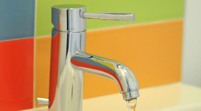 robinet faible d bit dans la salle de bain geste r novation cohabitation. Black Bedroom Furniture Sets. Home Design Ideas
